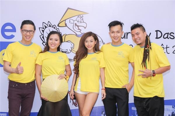 Các nghệ sĩ bày tỏ niềm vui khi được tham gia một chương trình từ thiện ý nghĩa. - Tin sao Viet - Tin tuc sao Viet - Scandal sao Viet - Tin tuc cua Sao - Tin cua Sao