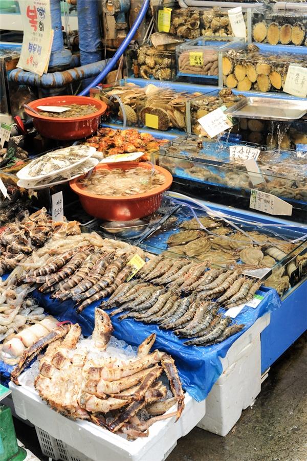 Hải sản tươi rói ở khu chợ lâu đời nhất Hàn Quốc. (Ảnh: Internet)