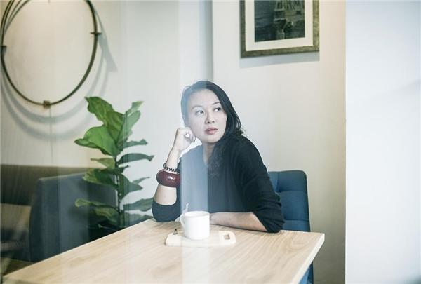 Ở tuổi ngoài 40, Minh Anh khiến cho nhiều người ngưỡng mộ khi nhan sắc không thay đổi quá nhiều so với thời còn hoạt động nghệ thuật, cuộc sống bình yên, gia đình hạnh phúc của cô tại Singapore cũng là niềm ước ao của không ít người. - Tin sao Viet - Tin tuc sao Viet - Scandal sao Viet - Tin tuc cua Sao - Tin cua Sao