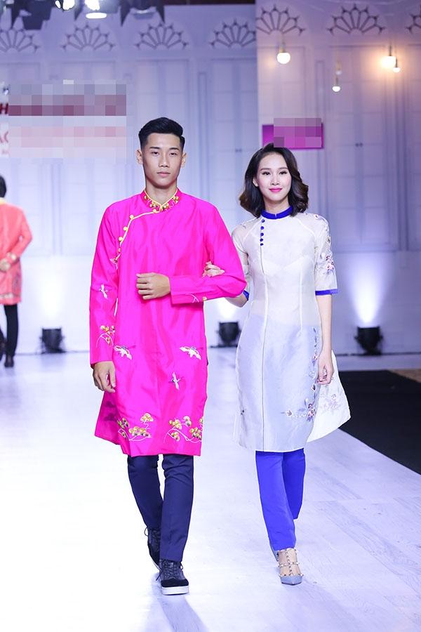 Phần còn lại của bộ sưu tập là những thiết kế cách tân, tái hiện hình ảnh thân thuộc của những cô gái trẻ Sài Gòn năng động, trẻ trung và thời thượng. Các mẫu áo dài vạt ngắn, họa tiết thêu tay kết hợp cùng quần ôm hoàn toàn mang đến sự tự tin, thoải mái cho người mặc.