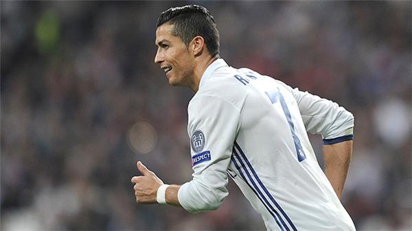 """Ronaldovừa được CLB Real Madrid gia hạn hợp đồng 5 năm với mức lương """"khủng""""."""