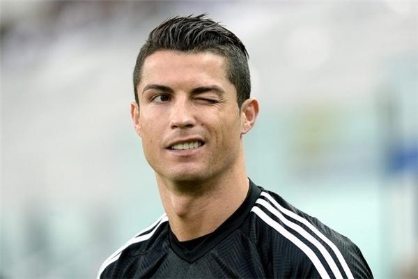 Ronaldo nắm một tấm vé chắc chắn trên con đường trở thành cầu thủ tỉ phú đầu tiên trong lịch sử bóng đá.