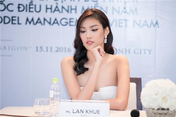 Tại buổi ra mắt chức vụ mới,Lan Khuê đã kíquyết định cho Dương Nguyễn Khả Trang đại diện Việt Nam tham sự Hoa Hậu Siêu Quốc Gia tại Ba Lan.
