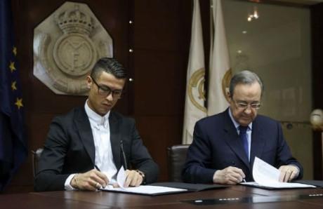 Ronaldo vừa kí gia hạn hợp đồng với Real Madrid. (Ảnh: internet)