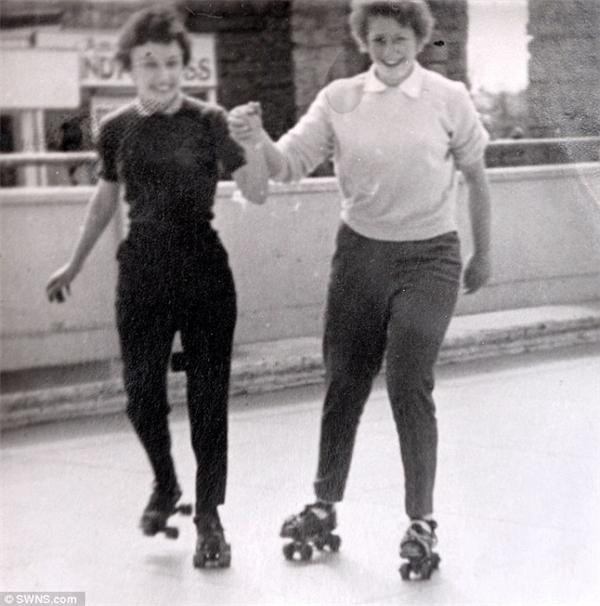 Helen(trái) thời điểm đang yêu say đắmDavy.