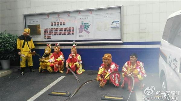 7 Tôn Ngộ Không bị bắt vì đánh nhau trên đường.