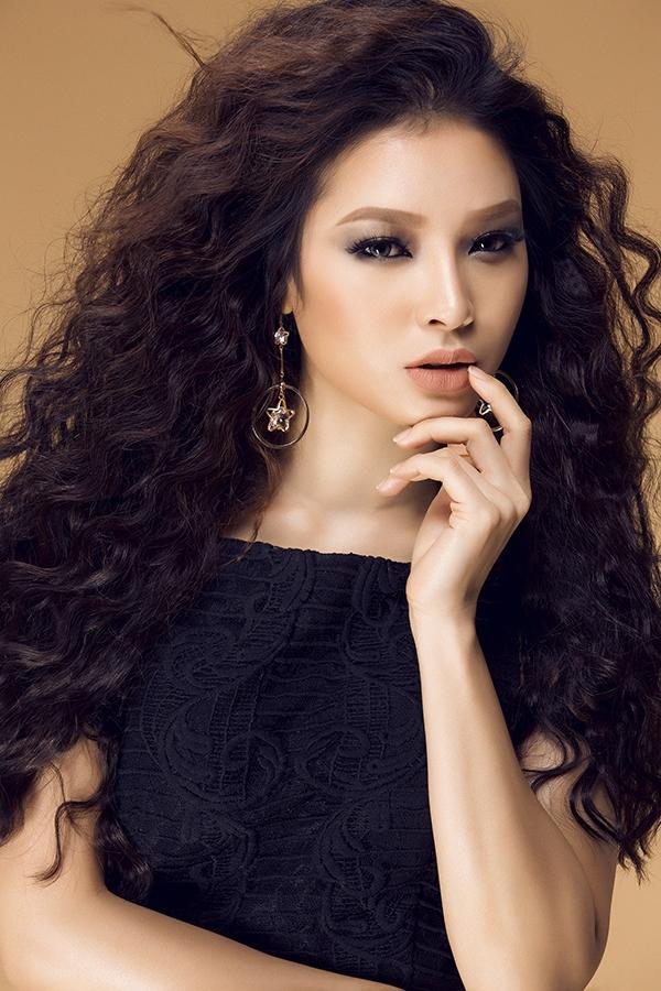 Bên cạnh đó, Phương Trinh còn rất đắt show truyền hình khi liên tiếp góp mặt trong các chương trình liên quan tới âm nhạc. Phương Trinh mong người hâm mộ sẽ tiếp tục ủng hộ cô với thử nghiệm đặc biệt này.