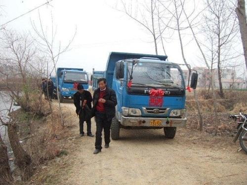 Của hồi môn mà gia đình này chuẩn bị cho cô dâu chất 5 xe tải cũng không đủ.