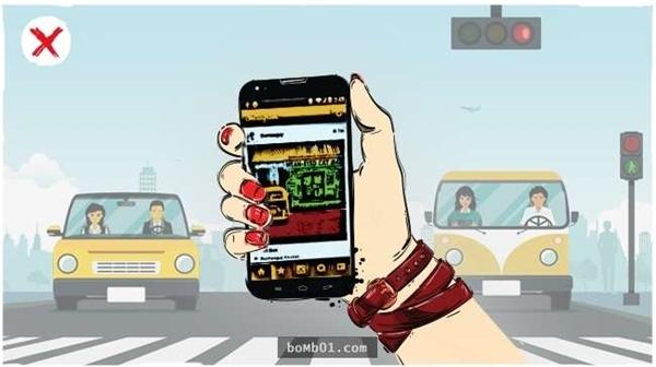 Vừa sử dụng điện thoại vừa tham gia giao thôngthực sự rất nguy hiểm dù xe chạy rất chậm, khi gặp tình huống bất ngờ cũng sẽ không kịp phản ứng.