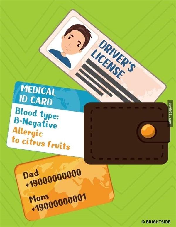 Hãy nhớ rằng luôn mang theo thông tin quan trọng kể cả về nhóm máu, dị ứng, số điện thoại liên lạc khẩn… Có vẻ phức tạp, nhưng chiếc điện thoại có thể ghi lại toàn bộ thông tin này.