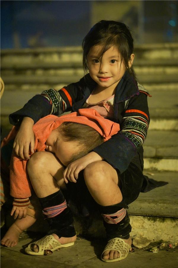 Những em bé dân tộc đẹp như thiên thần không ai có thể rời mắt
