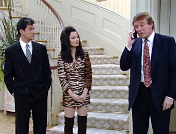Trong bộ phim Người giữ trẻ, ông Trump là một doanh nhân rất bận rộn lúc nào cũng bị bao vây bởi các cú điện thoại đốc thúc.