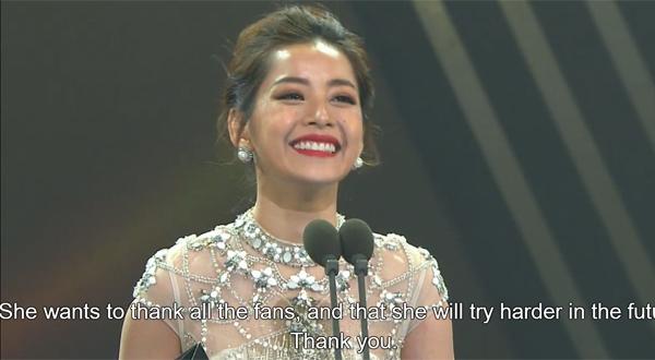 """Trên sân khấu nhận giải, Chi Pu chào khán giả bằng tiếng Hàn và giới thiệu bản thân là nghệ sĩ Việt Nam. Nữ diễn viên sau đó phát biểu bằng tiếng Anh: """"Tôi thật vinh dự khi có mặt tại đây tham dự Asia Artist Awards. Giải thưởng này có ý nghĩa vô giá với tôi và nó sẽ là một kỉ niệm không thể quên trong sự nghiệp của tôi. Cảm ơn tổ chức AAA đã mời tôi tham gia và trao cho tôi giải thưởng quý giá này. Cảm ơn gia đình, ekip và các fan yêu quý đã luôn bên cạnh ủng hộ cho sự nghiệp của tôi. Tôi sẽ cố gắng hết mình để xứng đáng với sự tin yêu của mọi người. Xin cảm ơn."""""""