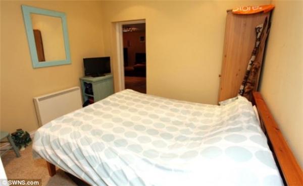 Phòng ngủ được chủ nhân thiết kế đơn giản và bài trírất gọn gàng.