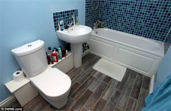 Phòng vệ sinh rất sạch sẽ khi được tu sửa kĩ lưỡng.