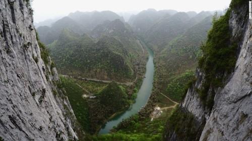 Dòng sông Getu nhìn từ vườn quốc gia -một điểm đếnlý tưởng cho những người đam mê bộ môn leo núi. (Ảnh: CNN)