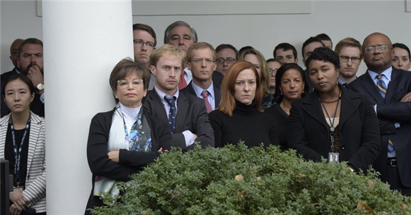 Nhưng trước mắt, toàn bộ 500 người trong đội ngũ phục vụ cho Barrack Obama tại Nhà Trắng phải tìm việc khác.