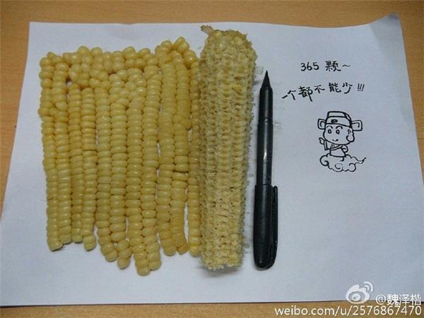Bắp xào bắp luộc bắp nướng, dù là muốn ăn món nào thì việc đầu tiên cần làn là tách hạt bắp.