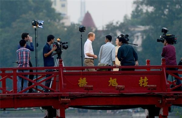 Hoàng tử William trả lời phỏng vấn...(Ảnh: Giang Huy)
