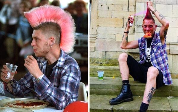 Dường như không có gì thay đổi giữa hai con người trong hai bức ảnh này. (Ảnh: Chris Pors)