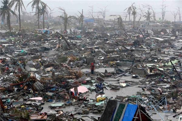 Philippines đã bị tàn phá hoàn toàn sau siêu bão Haiyan.