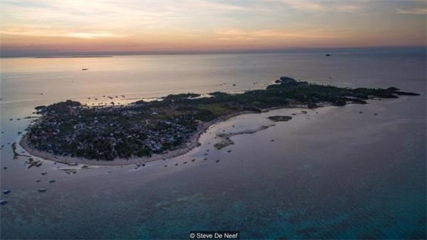 """Dù từng phải hứng chịu thảm họa, bị """"hủy diệt"""" gần như toàn bộ nhưng giờ đây, Malapascua lại trở thành """"hòn ngọc"""" của Philippines cũng như một trong những điểm du lịch hút khách hàng đầu thế giới."""
