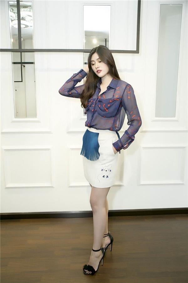 Huỳnh Tiên cho biết cô đã đặt may riêng 2 bộ trang phục dạ hội.