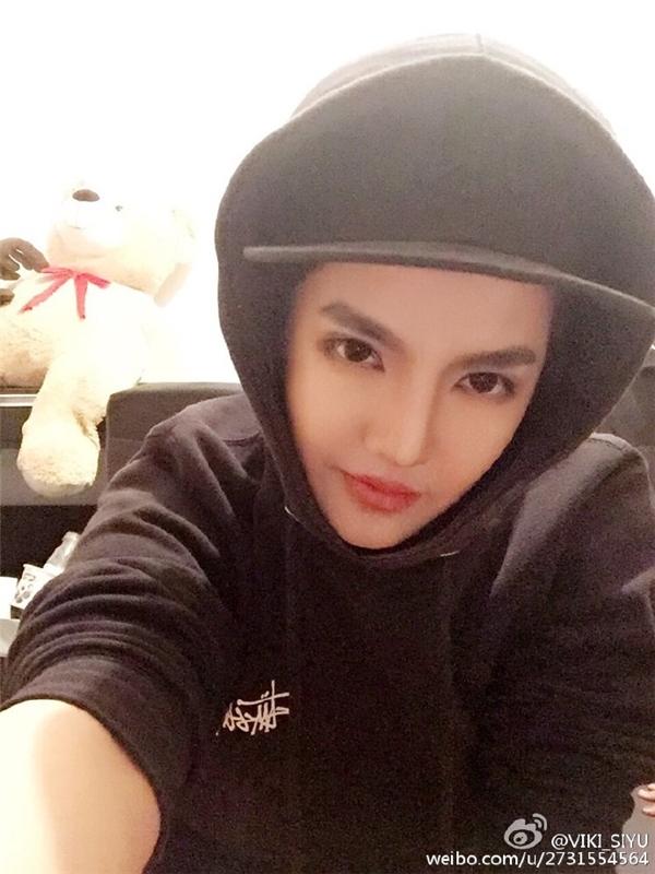 Cô gái đã gây sốt cộng đồng mạng xứ Trung bởi khuôn mặt giống hệt Ngô Diệc Phàm.