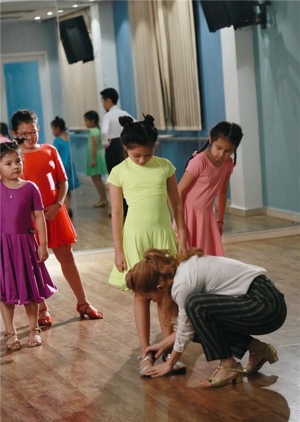 Dù bị chỉ trích là máy bào tiền, Khánh Thi vẫn hết lòng với học trò - Tin sao Viet - Tin tuc sao Viet - Scandal sao Viet - Tin tuc cua Sao - Tin cua Sao