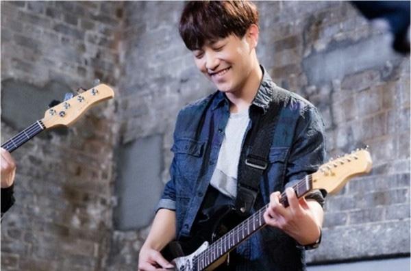"""Các fan của nam thứ """"Hậu Duệ Mặt Trời"""" sẽ có cơ hội gặp lại anh chàng Jin Goo trong tác phẩm mới """"Night Light""""."""