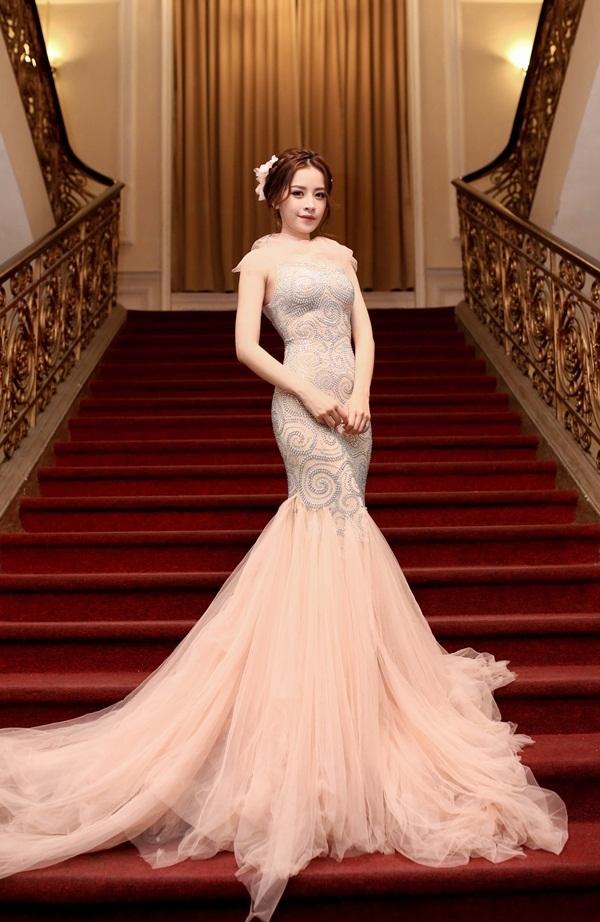 Những bộ váy quyến rũ mê hồn của Chi Pu trên thảm đỏ