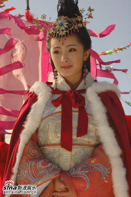 Hãy nhìn kĩ chiếc cằm của Dương Mịch trong Vương Chiêu Quân.