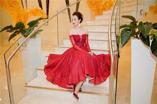 Ngọc Diễm cuốn hút mọi ánh nhìn với sắc đỏ rực