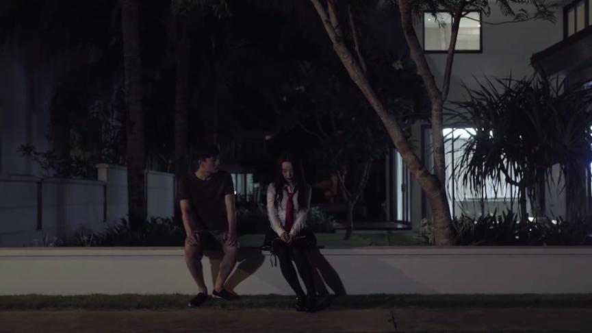Seon Tae tìm thấy Mari giữa lúc trời tối.
