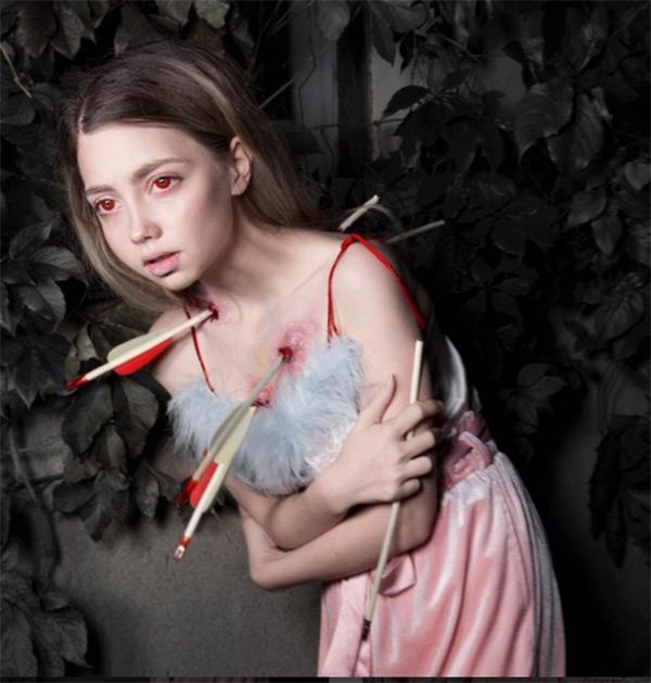 Những bức ảnh kinh dị luôn được đăng tải trên tài khoản cá nhân của cô gái trẻ.