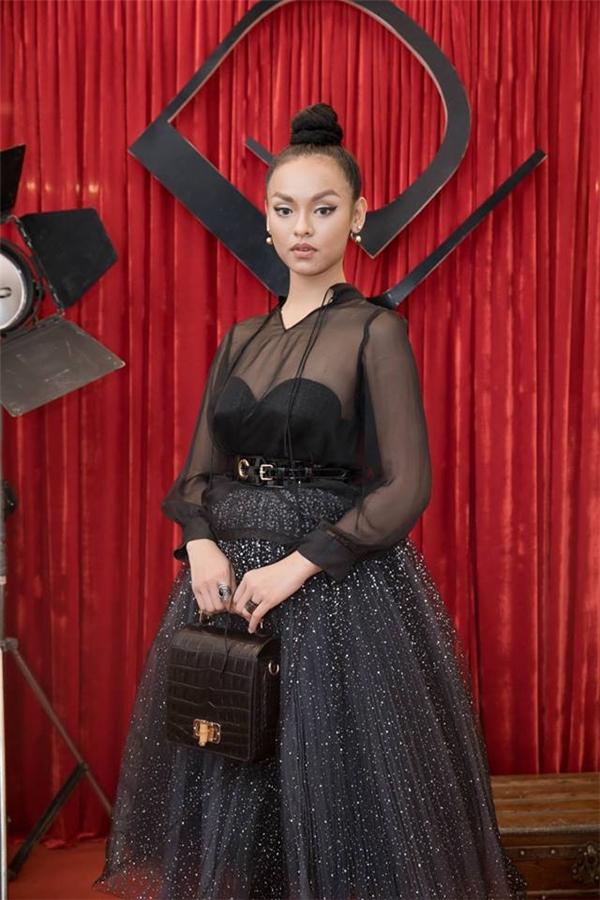 Sau The Face, dù không giành được ngôi vị quán quân như kỳ vọng nhưng Mai Ngô vẫn là cái tên đắt show bậc nhất. Nữ người mẫu liên tục xuất hiện trong các sự kiện lớn nhỏ. Gu thời trang của Á quân The Face Vietnam 2016 cũng ngày càng được hoàn thiện hơn.