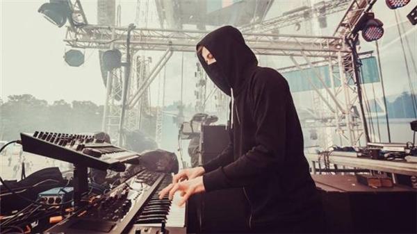 Chủ nhân của bản hit Faded trở thành nhân tố được mong đợi tạiRavolution Music Festival.