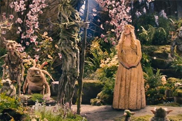 Không quá cầu kì, hoành tráng nhưng trang phục của công chúa Aurora trong phim Maleficent (Tiên hắc ám) cũng tạo nên những dư vị cảm xúc mới lạ trong lòng khán giả.