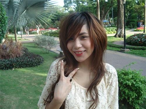Bảo Thy, Thủy Tiên là những ca sĩ vô cùng yêu thích kiểu tóc sư tử mái xéo này.