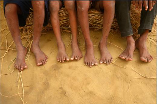 Một trong những khó khăn lớn nhất của họ là tìm được cho mình một đôi giày vừa ý!
