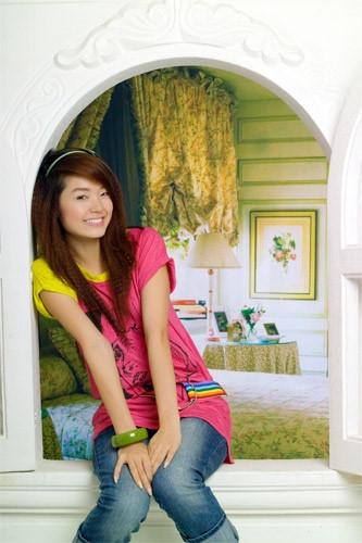 Minh Hằng đáng yêu trong trang phục nhiều màu sắc.