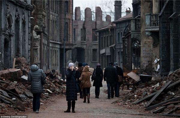 Những công trình đổ nát đầy mê hoặc dần trở nên thu hút du khách, những người luôn muốn khám phá và chụp các bức ảnh hoang tàn.