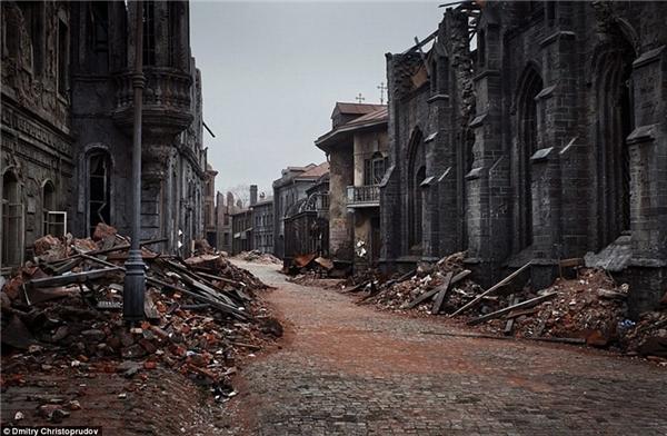 """Du khách có thể tham quan phim trường ở Moscow này để hòa mình vào vẻ cổ quái của """"thị trấn ma""""."""