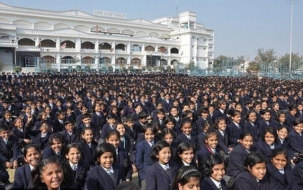 Có đến 52.000 học sinh đang theo học tại ngôi trường này.