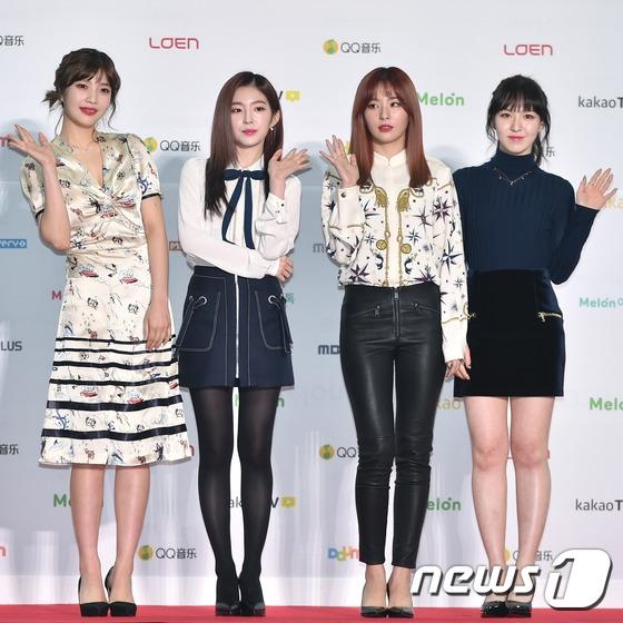 """""""Sao nhí"""" Kim Yoo Jung lấn át cả sao nữ tại Melon Music Awards"""