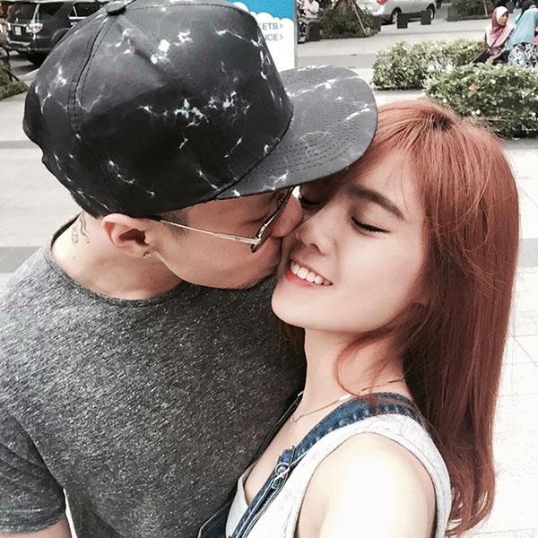 Hai tháng sau, LâmÁ Hânđã công khai mối quan hệ mới của mình với rapper 28 tuổi Phạm Hồng Hải.