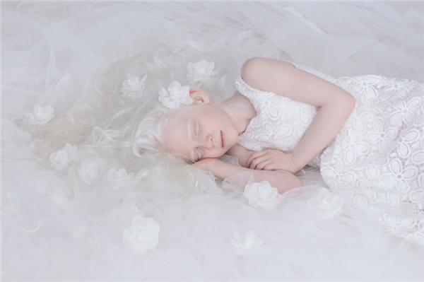 Sahar trông chẳng khác gì côcông chúa ngủ trong rừng.