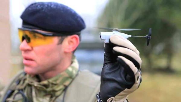 Flycam nhỏ xíu này sẽ giúp bạn bí mật theo dõi người khác