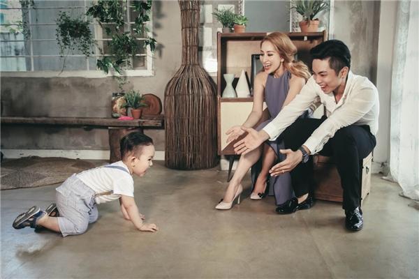 Bỏ ngoài tai những lời thị phi, họ thầm lặng bên nhau và cùngvunđắp một gia đình ấm êm,hạnh phúc vàluôn rộn rã tiếng cười. - Tin sao Viet - Tin tuc sao Viet - Scandal sao Viet - Tin tuc cua Sao - Tin cua Sao
