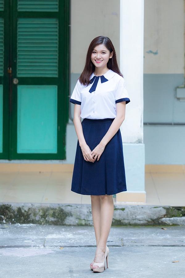 Hoa hậu Bản sắc Việt Toàn cầu 2016 Thu Ngân ngọt ngào trong buổi về trường vào dịp khai giảng vừa qua.